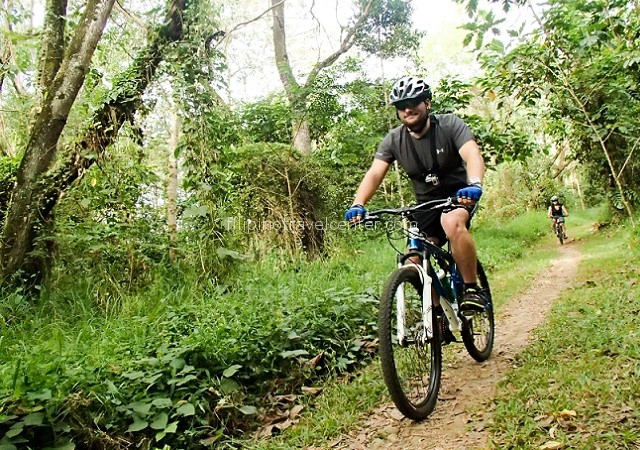 Exploration-Manila-surroundingd-on-mountain-bike-daytou