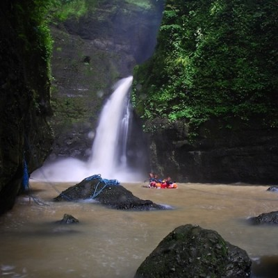 Pagsanjan pull on raft under the fall