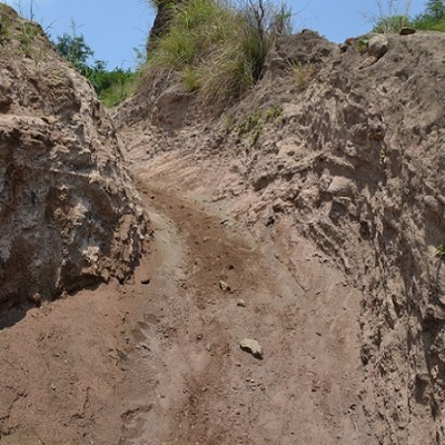 path up to Taal Volcano is partly loose sand
