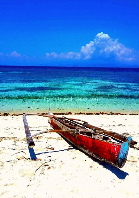 Camiquin white beach with local canoe