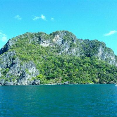 sailing the lagoons around El Nido Palawan