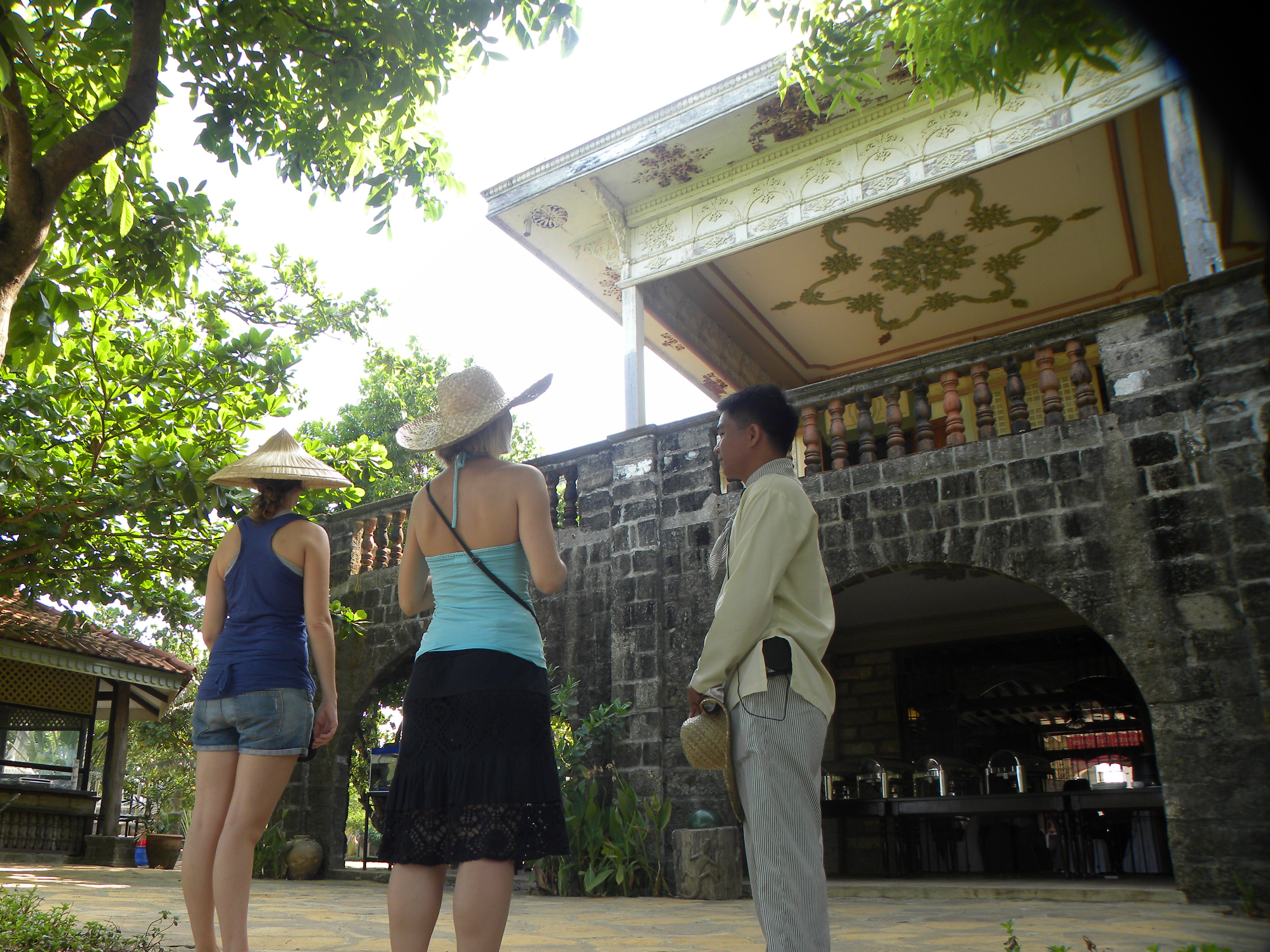Guided walking morning tour Las Casas Bataan