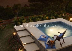 Discovery Country Suites Hotel Jucuzzi by the pool edit