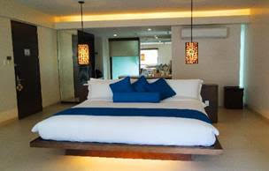 Jr Suite Discovery Shores Boracay King Bed