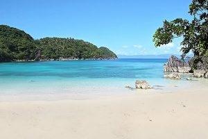 tugawe-cove-resort-beach