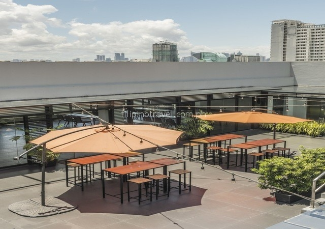 amelie-hotel-roofdeck-lounge-area