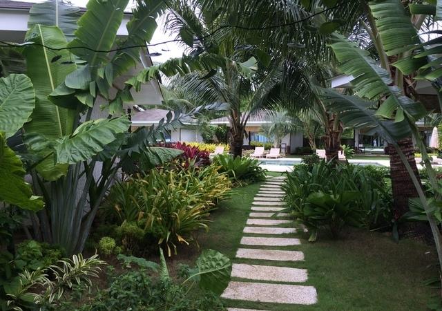 Cadlao Resort Walkway
