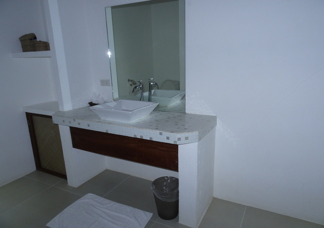 Coco Resorts comfort Room Sink