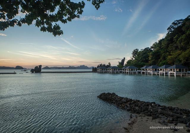 Lagen Island Cove