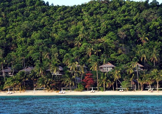 Pangulasian Beach & Canopy Villa