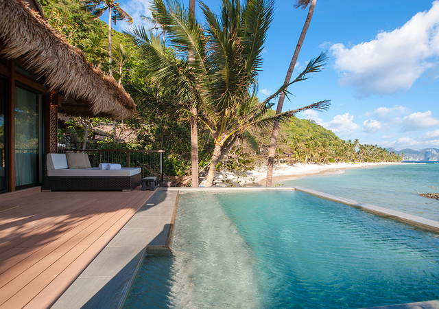 Pangulasian Swimming pool with beah view