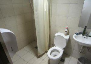 Isabel Suites Laoag bathroom