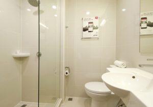 Red Planet Aseana Bathroom