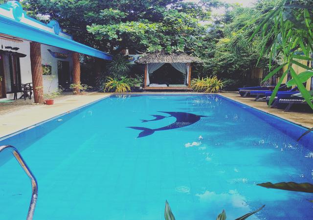 Flora Villarosa Pool