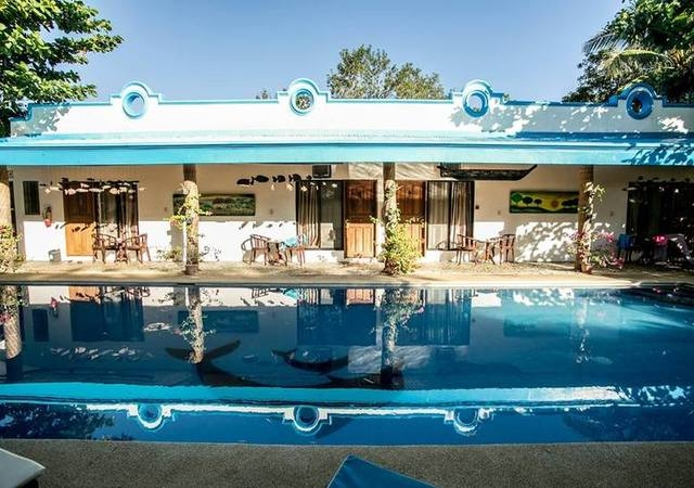 Floral Villarosa Palawan Pool
