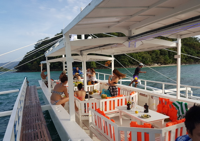 Party Boat Port Barton Palawan